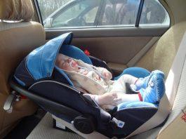 Перевозка новорожденных детей в легковом автомобиле.