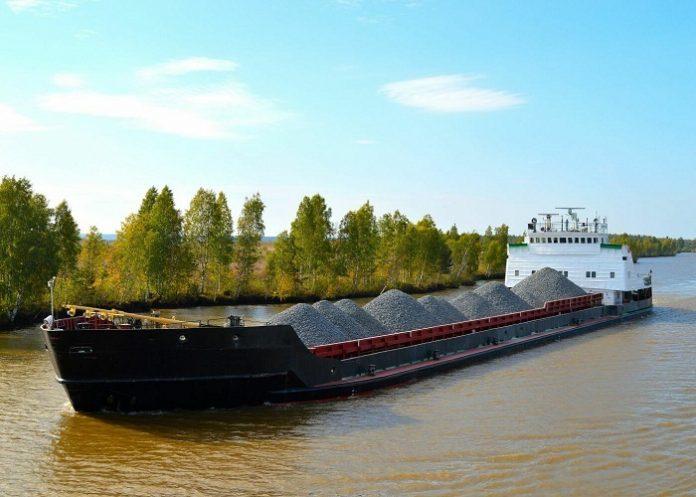 Перевозки грузов речным транспортом.