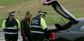 Досмотр автомобиля сотрудником ДПС по новому регламенту.